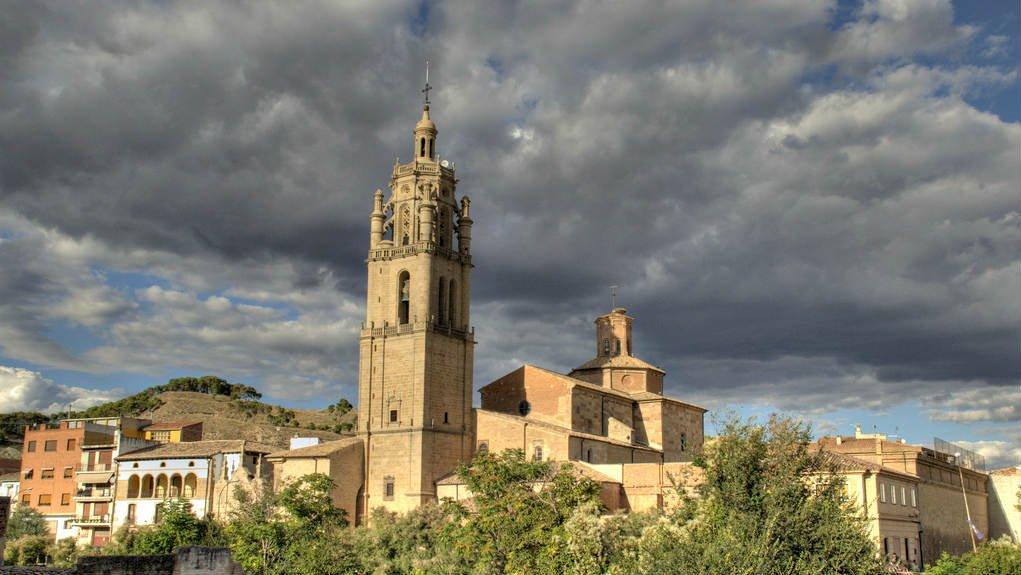 Torre de la iglesia de Santa María, Los Arcos, Navarra :: Albergues del Camino de Santiago