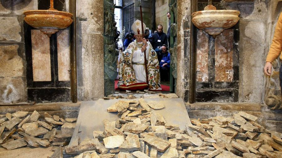 Apertura de la Puerta Santa de la Catedral de Santiago :: Albergues del Camino de Santiago