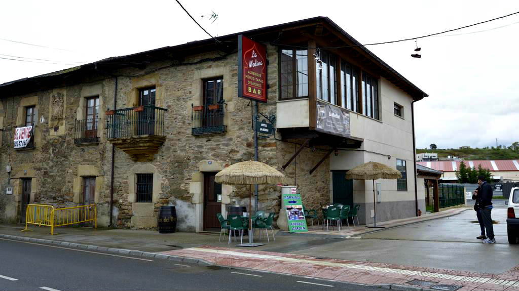 Albergue Hostal La Medina, Camponaraya, León - Camino Francés :: Albergues del Camino de Santiago