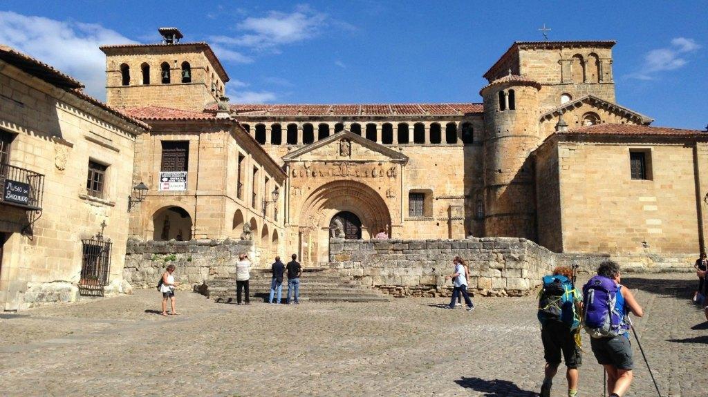 Santillana, Cantabria, Camino del Norte :: Albergues del Camino de Santiago