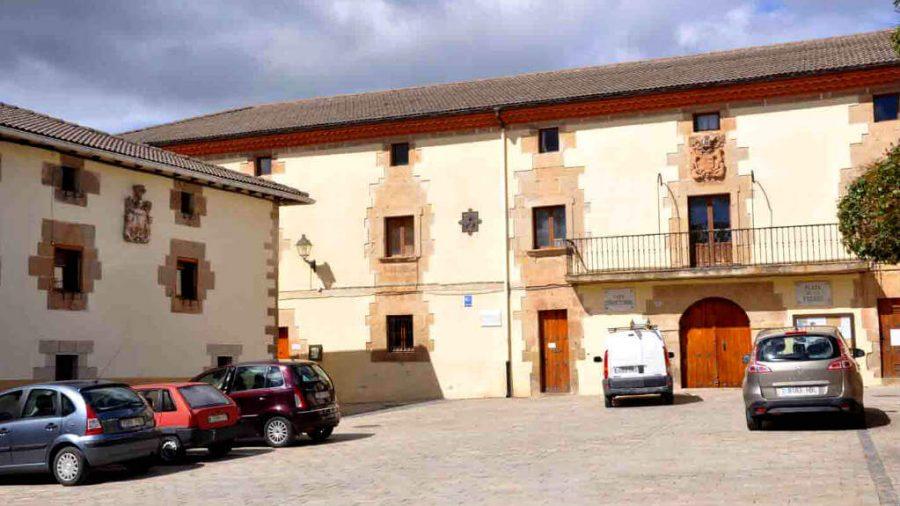Plaza de los Fueros, Mañeru, Navarra - Camino Francés :: Guía del Camino de Santiago