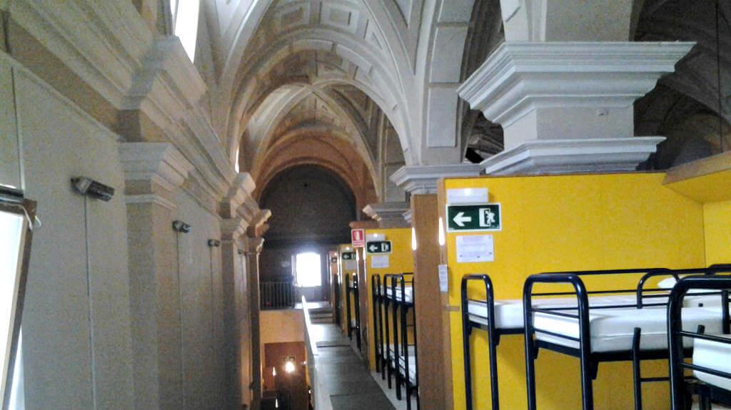 Interior del albergue de peregrinos Jesús y María, Pamplona