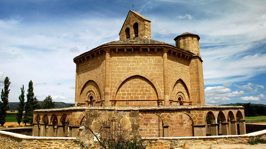Santa María de Eunate, Muruzábal, Navarra :: Albergues del Camino de Santiago
