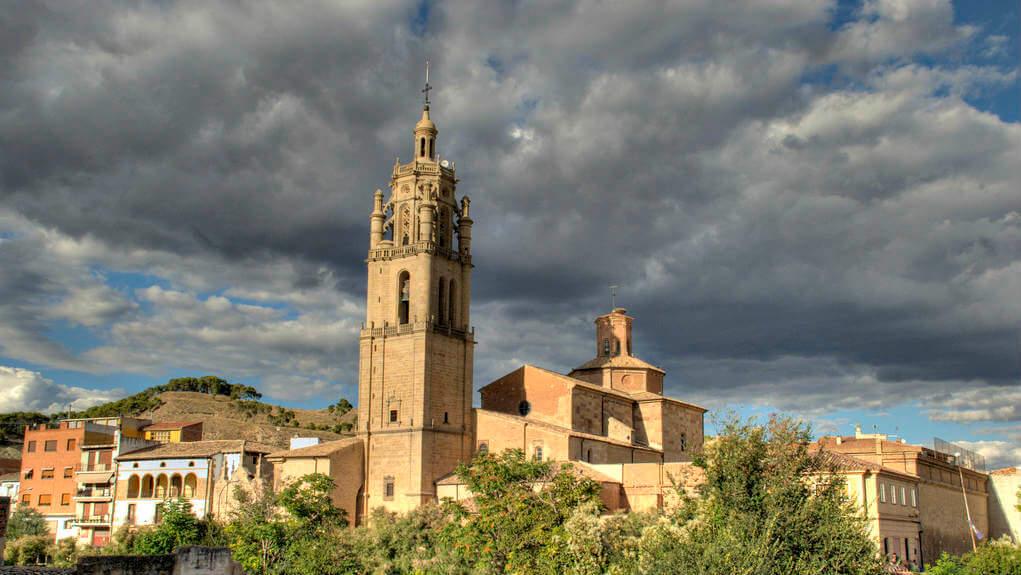 Torre de la iglesia de Santa María, Los Arcos, Navarra (Etapa de Los Arcos a Logroño) :: Albergues del Camino de Santiago