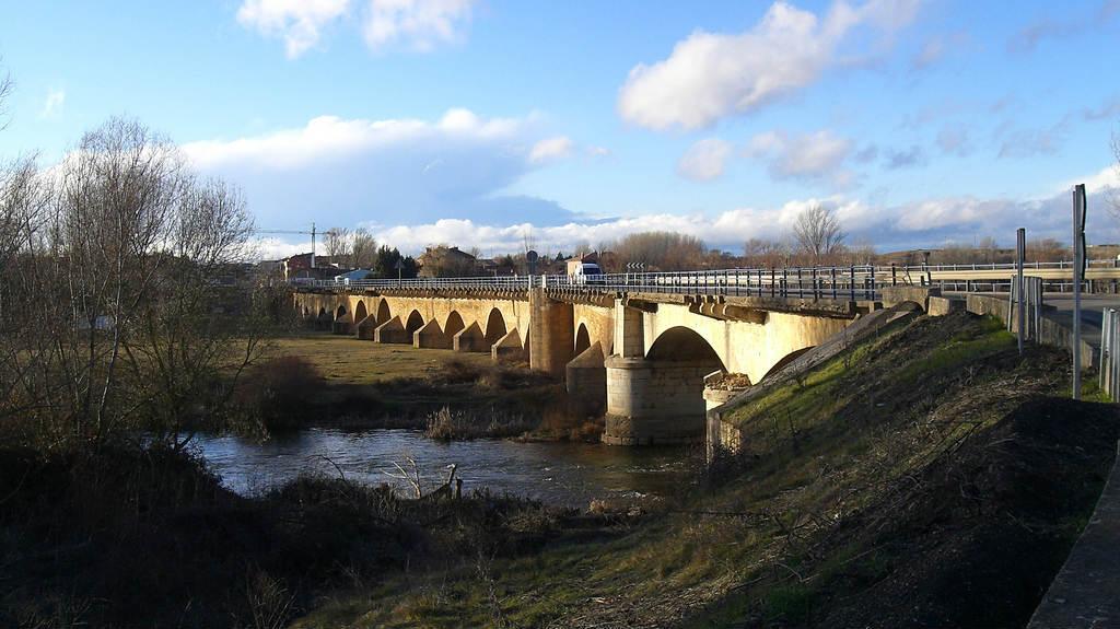 Puente de Villarente, León (Etapa de Mansilla de las Mulas a León) :: Albergues del Camino de Santiago