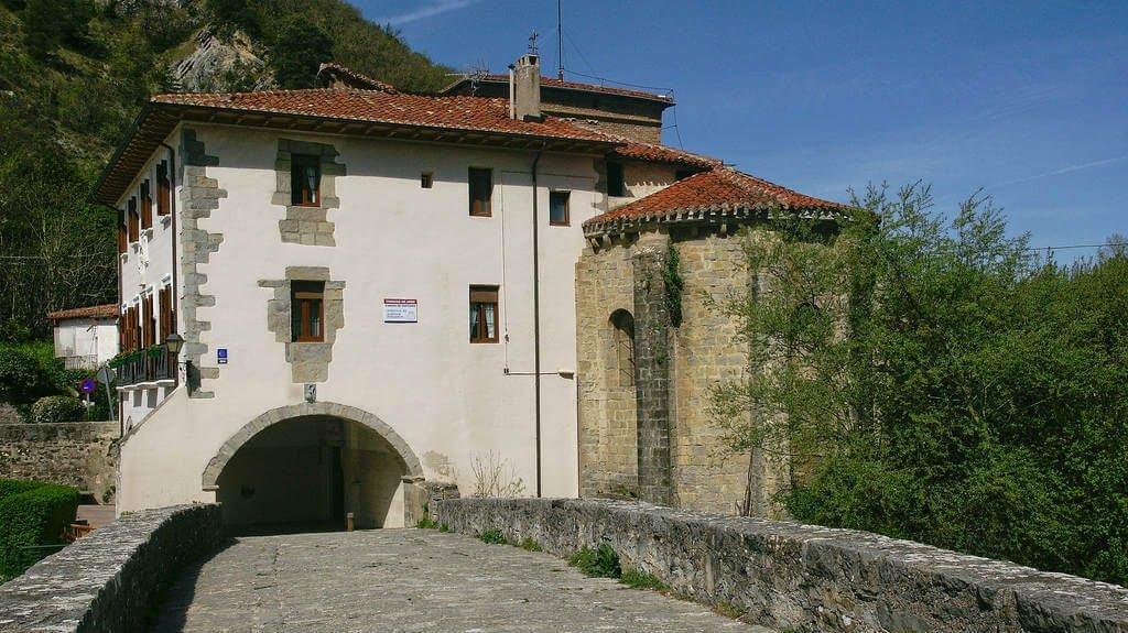 Albergue de la Trinidad de Arre, Navarra :: Albergues del Camino de Santiago