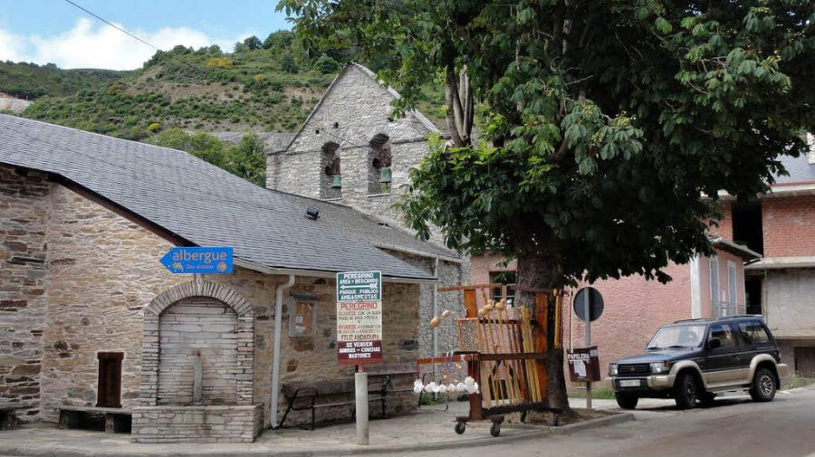 Iglesia de San Pedro, Ambasmestas, León - Camino Francés (Etapa de Villafranca del Bierzo a O Cebreiro) :: Guía del Camino de Santiago