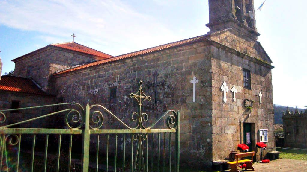 Iglesia parroquial de Briallos, Portas, Pontevedra :: Albergues del Camino de Santiago