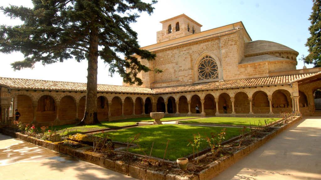 Claustro de San Pedro de la Rúa, Estella, Claustro de San Pedro de la Rúa, Navarra (Etapa de Estella a Los Arcos) :: Albergues del Camino de Santiago