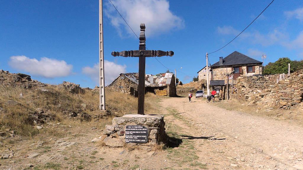 Foncebadón, León (Etapa Rabanal del Camino – Ponferrada, Camino de Santiago Francés) :: Albergues del Camino de Santiago