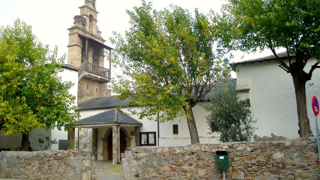 Fuentesnuevas, León - Iglesia de Santa María (Etapa Ponferrada - Villafranca del Bierzo, Camino de Santiago Francés):: Albergues del Camino de Santiago