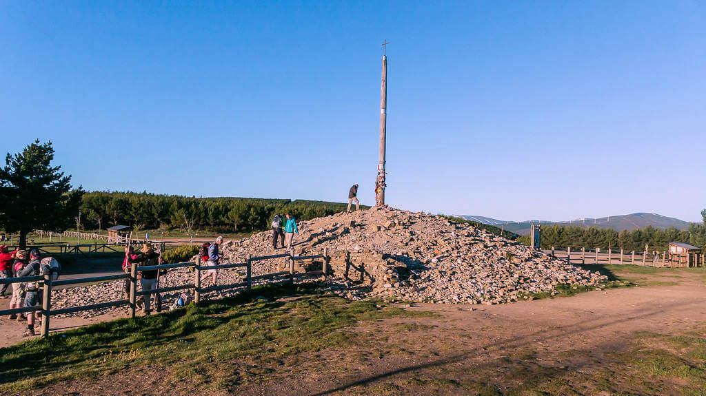 La 'Cruz de Ferro', León (Etapa Rabanal del Camino – Ponferrada, Camino de Santiago Francés) :: Albergues del Camino de Santiago