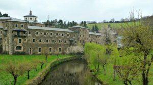 Monasterio de Samos, Lugo :: Albergues del Camino de Santiago