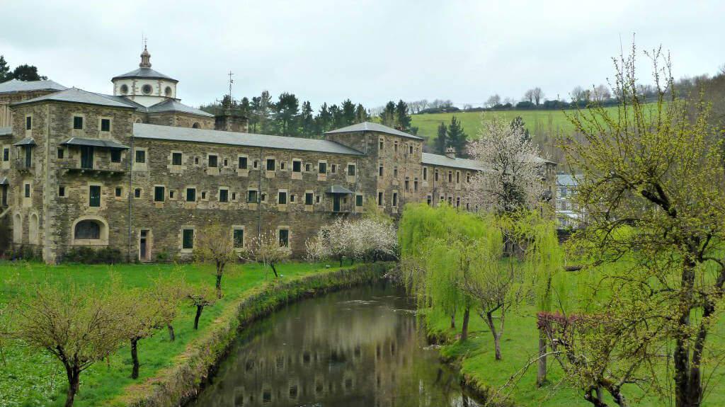Monasterio de Samos, Lugo - Camino Francés :: Albergues del Camino de Santiago