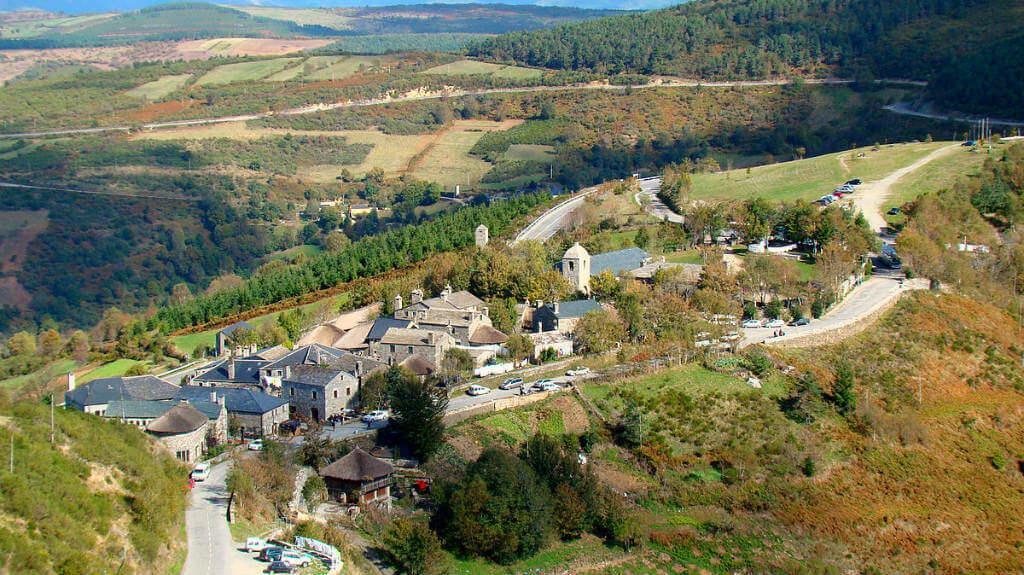 Vista aérea de O Cebreiro, Lugo (Etapa Villafranca del Bierzo - O Cebreiro) :: Albergues del Camino de Santiago