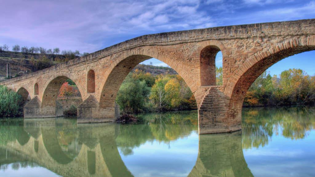 Puente medieval de Puente la Reina, Navarra (Etapa de Puente la Reina a Estella) :: Albergues del Camino de Santiago