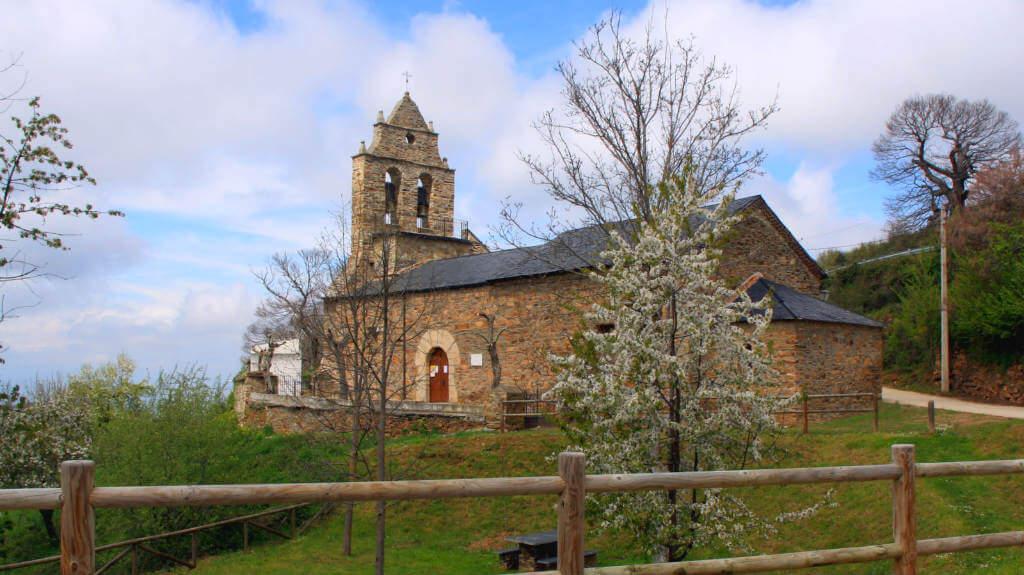 Riego de Ambrós, León - Iglesia de Santa María Magdalena :: Albergues del Camino de Santiago