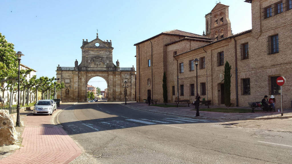 Sahagún, León (Etapa de Ledigos a Sahagún) :: Albergues del Camino de Santiago