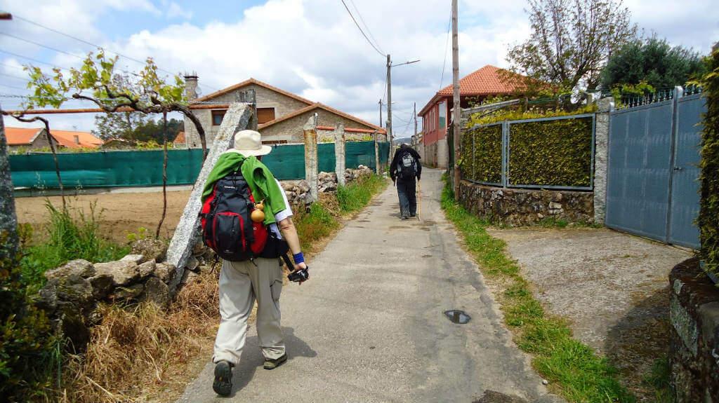 El Camino Portugués atravesando Tivo, Pontevedra :: Albergues del Camino de Santiago