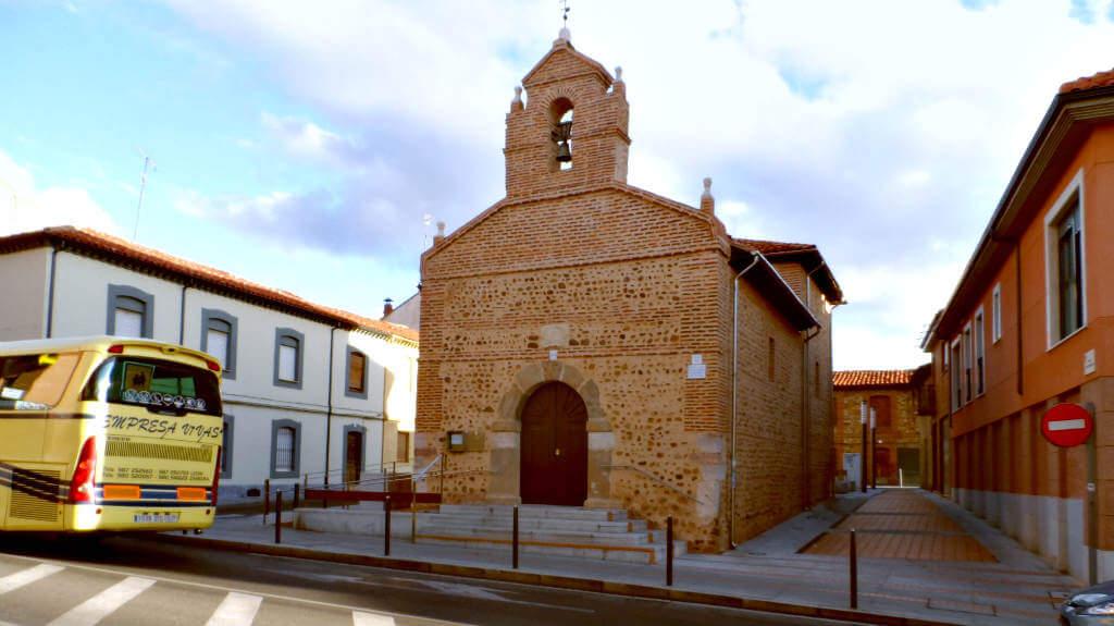 Ermita de Santiago, Trobajo del Camino, León (Etapa de León a Villadangos del Páramo) :: Albergues del Camino de Santiago