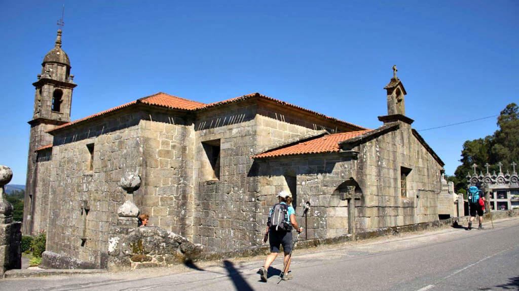 Iglesia de San MIguel, Valga - Camino Portugués :: Albergues del Camino de Santiago