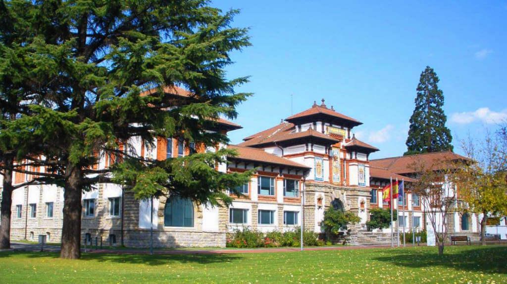 Antigua Escuela de Peritos, Villava, Navarra (Etapa de Zubiri a Pamplona) - Camino Francés :: Albergues del Camino de Santiago