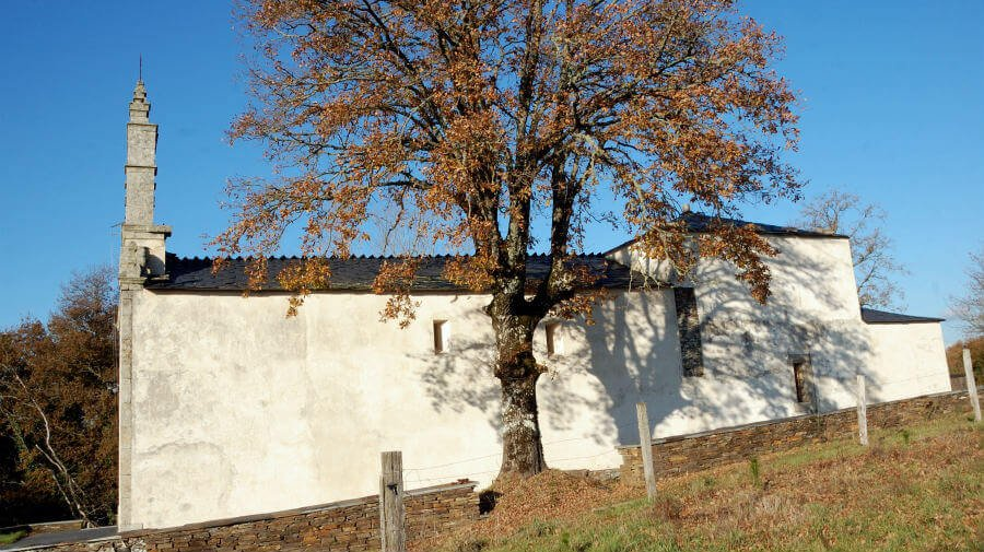 Iglesia de San Pablo y San Esteban, Calvor, Lugo - Camino Francés :: Albergues del Camino de Santiago