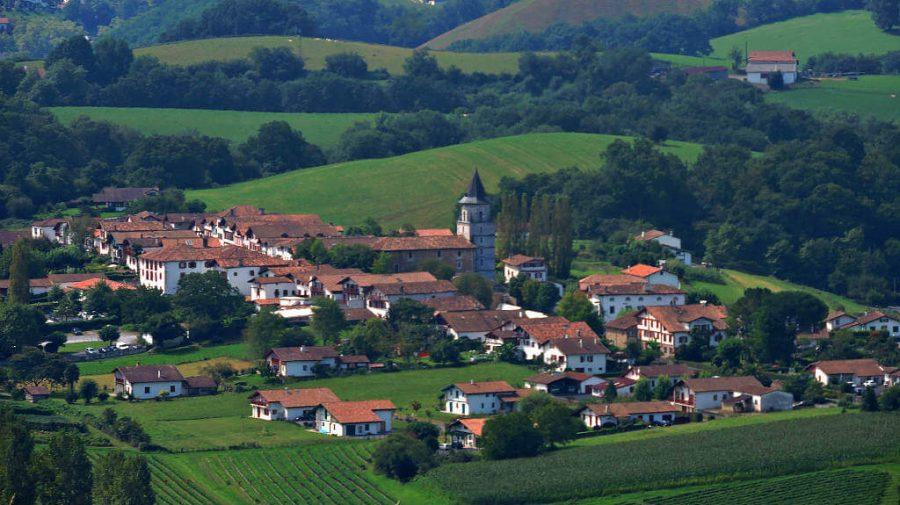 Vista de Ainhoa desde el Col de Pinodieta, Francia, Camino de Santiago Baztanés :: Albergues del Camino de Santiago
