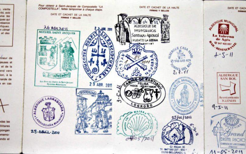 Credencial del Peregrino con sellos :: Albergues del Camino de Santiago