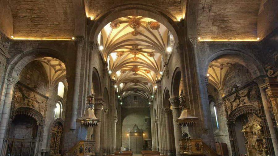 Interior de la catedral románica de Jaca, Camino Aragonés :: Guía del Camino de Santiago