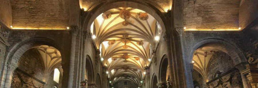 Interior de la catedral románica de Jaca, Camino Aragonés :: Albergues del Camino de Santiago