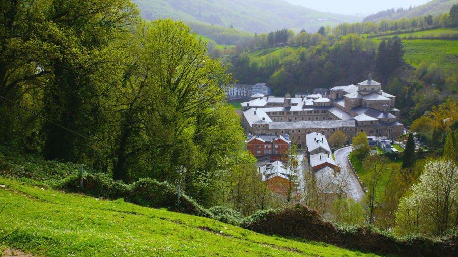 Vista del Monasterio de Samos, Lugo - Camino Francés :: Albergues del Camino de Santiago