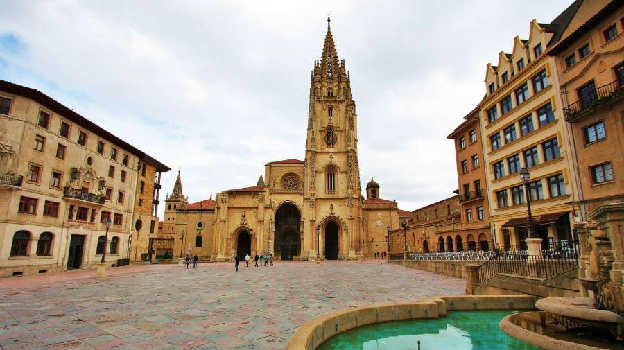 Catedral de Oviedo, Camino Primitivo :: Albergues del Camino de Santiago