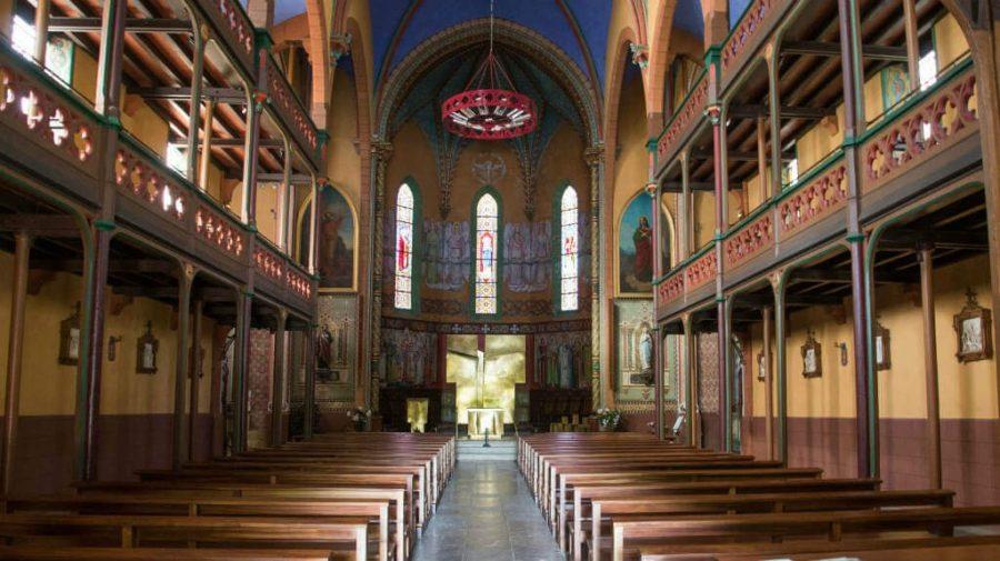 Interior de la iglesia de Ustaritz, Francia, Camino de Santiago Baztanés :: Albergues del Camino de Santiago