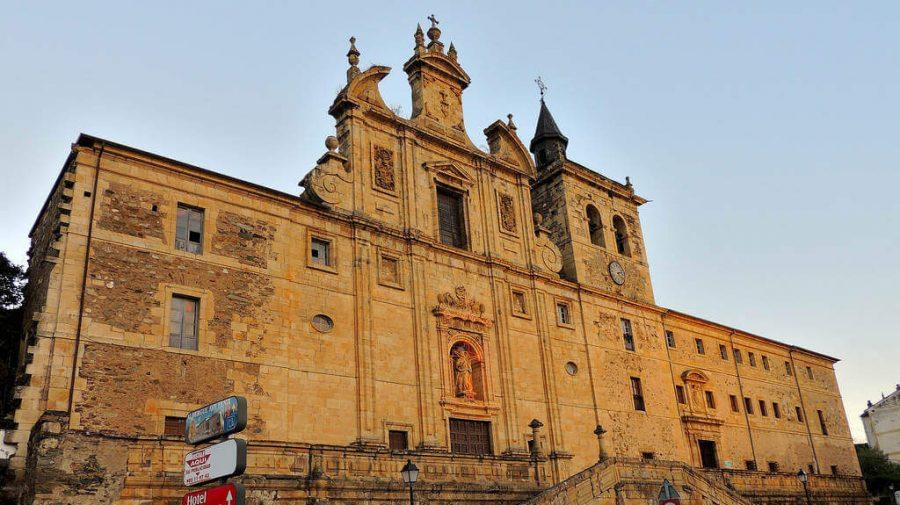 Iglesia de San Nicolás el Real, Villafranca del Bierzo, León :: Albergues del Camino de Santiago