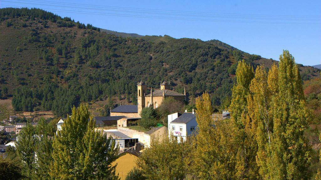 Llegando a Villafranca del Bierzo, León :: Albergues del Camino de Santiago