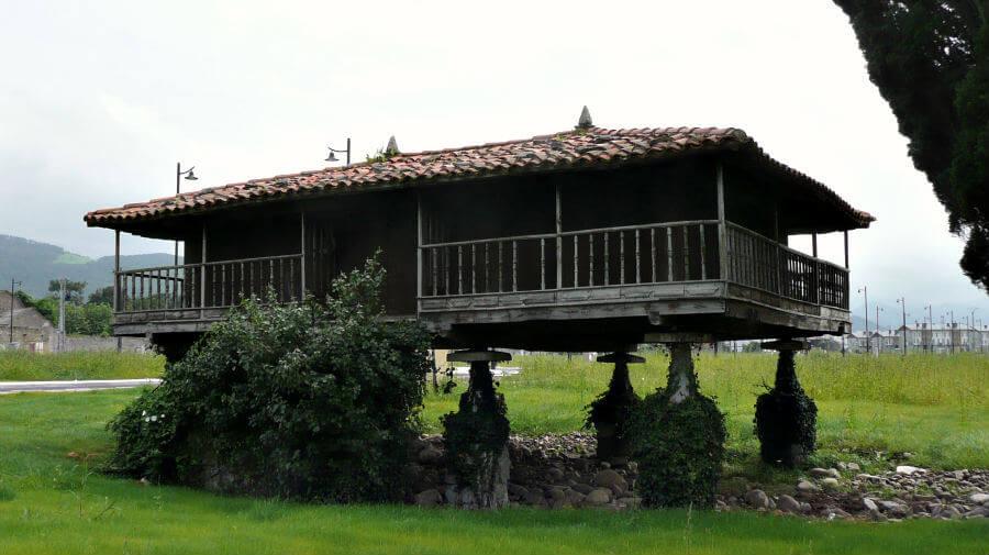 Hórreo en Almuña (Valdés) - Camino del Norte :: Albergues del Camino de Santiago