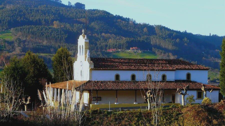 Iglesia de Santa Eulalia, Carda (Villaviciosa - Asturias) :: Albergues del Camino de Santiago