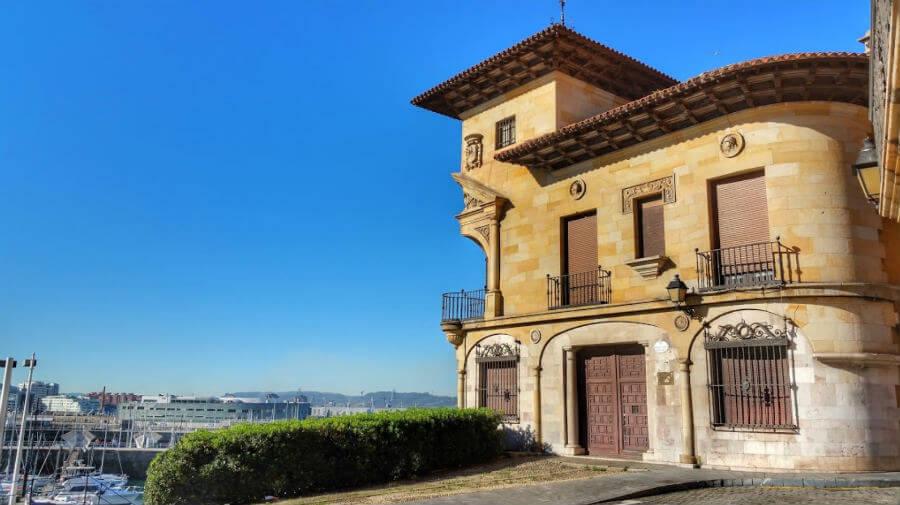 Nuevo albergue en Gijón en otoño