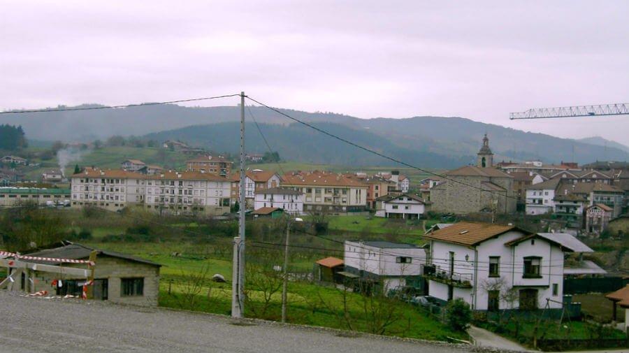 Vista de Larrabetzu, Vizcaya - Camino del Norte :: Albergues del Camino de Santiago