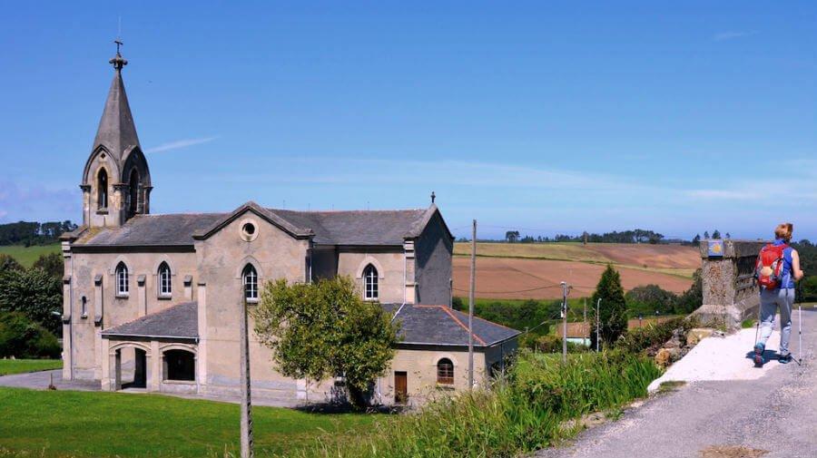 Iglesia de San Salvador, Piñera (Navia) - Camino del Norte :: Albergues del Camino de Santiago