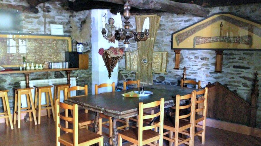 Albergue de peregrinos Aitzenea, Triacastela, Lugo - Camino Francés :: Albergues del Camino de Santiago