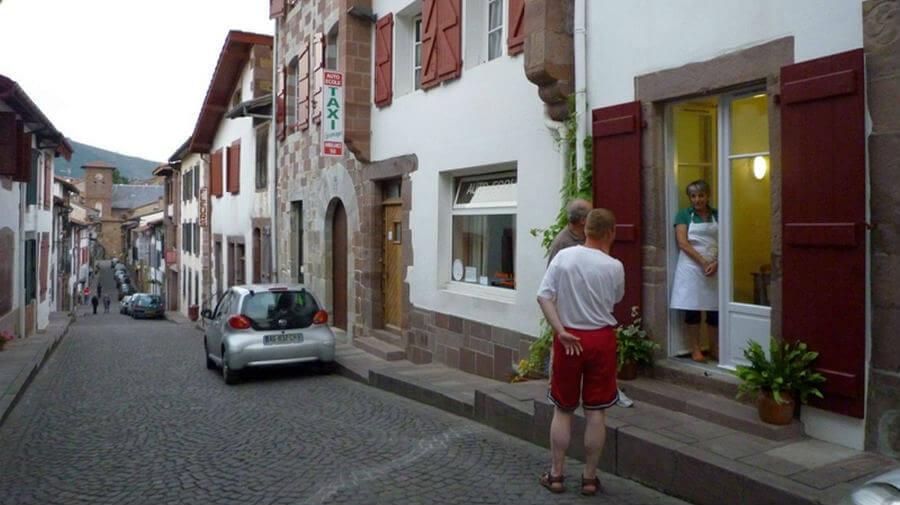 Accueil paroissial kaserna saint jean pied de port albergues camino de santiago - Saint jean pied de port albergues ...