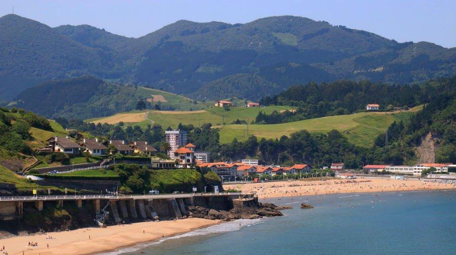 Playa y vista de Deba, Guipúzcoa - Camino del Norte :: Albergues del Camino de Santiago