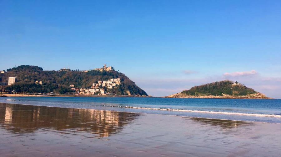 Playa de La Concha y Monte Igueldo, San Sebastián, Guipúzcoa - Camino del Norte :: Albergues del Camino de Santiago