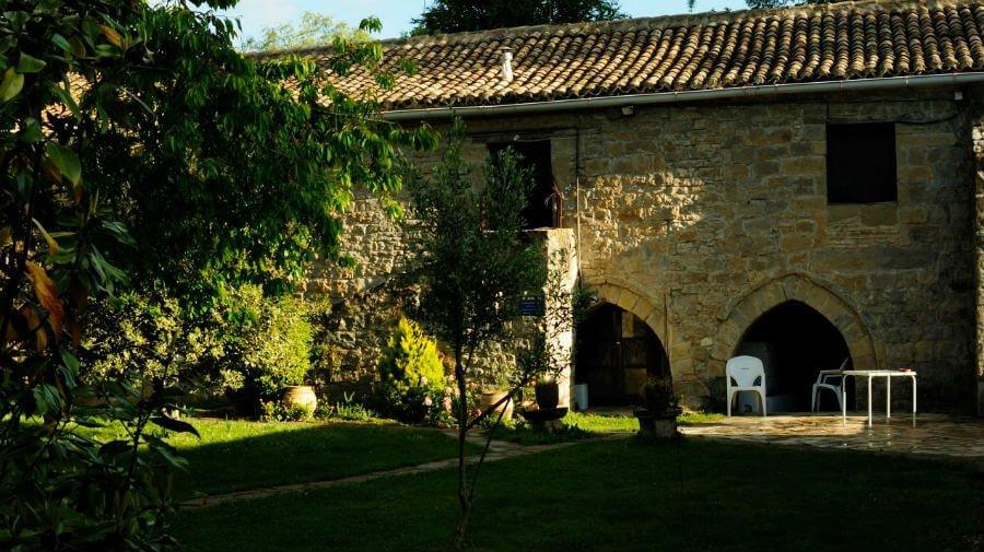 Albergue de peregrinos de la Trinidad de Arre, Navarra - Camino Francés :: Albergues del Camino de Santiago