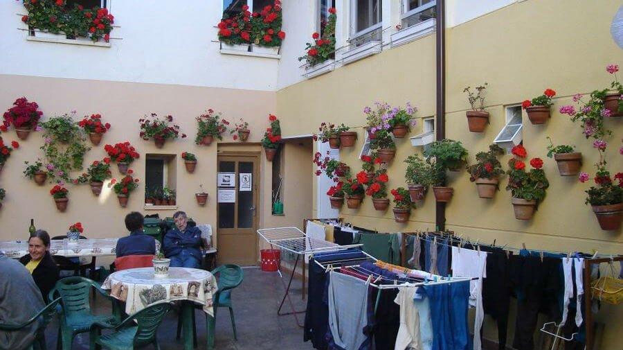 Albergue de peregrinos municipal de Mansilla de las Mulas, León - Camino Francés :: Albergues del Camino de Santiago