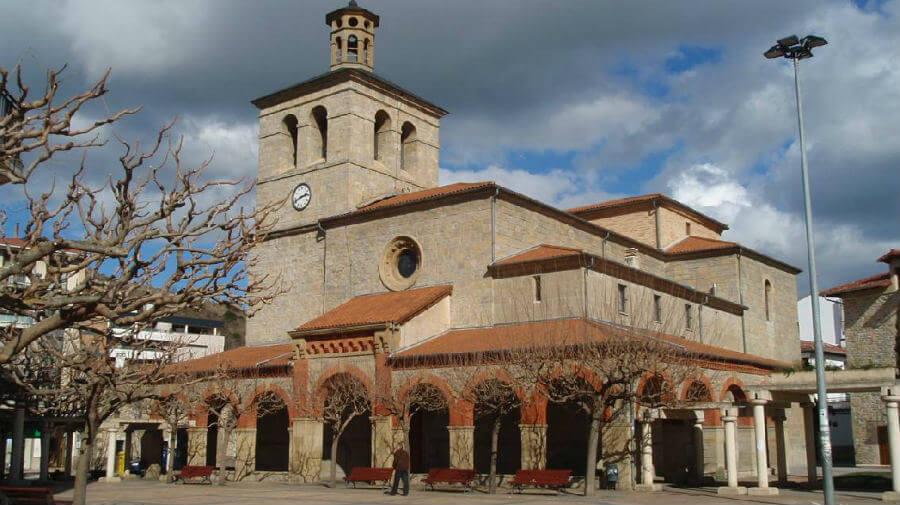 Parroquia de San Juan Evangelista, Huarte, Navarra - Camino Francés :: Albergues del Camino de Santiago