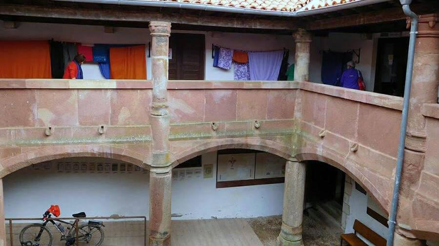 Albergue de peregrinos del monasterio de San Juan de Ortega - Camino Francés :: Albergues del Camino de Santiago
