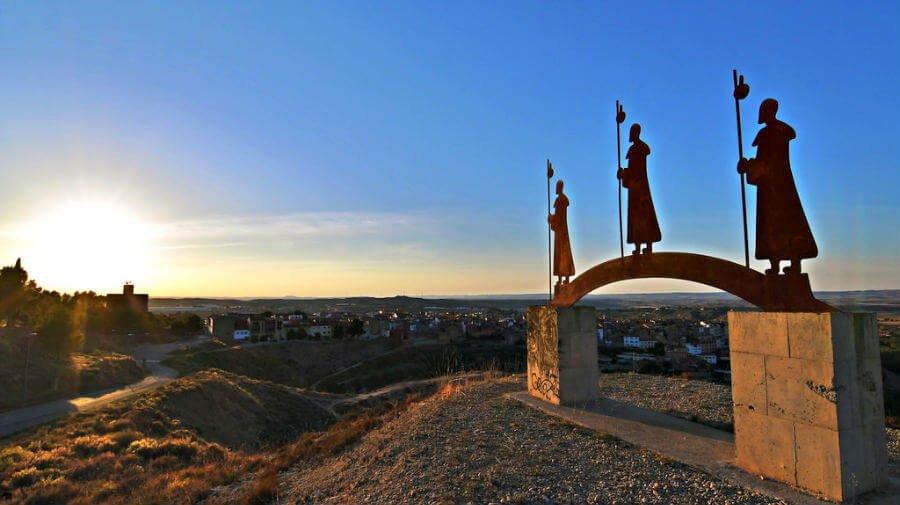 Escultura - Monumento al Camino de Santiago del Ebro en Caspe, Zaragoza :: Albergues del Camino de Santiago